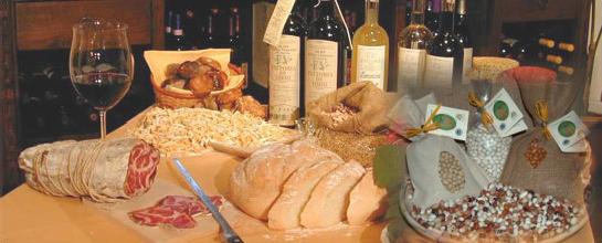 """Sabato 18 maggio ore 21 - presso l'Agrituriturismo """"Fagiolo d'oro""""  raccontiamo e degustiamo l' Alta Val d'Agri con i suoi prodotti tipici:  30 euro  con cena/assaggio (e più che assaggio!) di 6 vini DOC inclusi.  inizio evento ore 21:00  Antipasti  - Polenta croccante con Baccalà in umido (morbido baccalà cotto in pentola con aglio, cipolla,  pinoli, acciughe, capperi, prezzemolo, olive e patate) accompagnato da vino """"Bianco Basilicata"""" (Pisani)  - Prosciutto di Marsicovetere (Salumeria Giocoli) - Prosciutto dalle qualità organolettiche eccezionali, di cui è stato avviato il riconoscimento IGP.  - Insaccati tipici lucani ( Az agr. Trivigno) con Ricotta accompagnati da vino """"Bianco Basilicata"""" (De Blasiis)  Primi  - Ravioli (piccoli ravioli ripieni di ricotta, tipici Lucani) accompagnati da vino Terre dell'Alta Val d'Agri doc Rosso 2010 (Pisani)  - Ferricelli mollicati con peperoni  - Zuppa di Fagioli di Sarconi IGP   (Due assaggi di zuppa di fagioli utilizzando due ecotipi del famoso fagiolo di Sarconi) accompagnati da vino Terre dell'Alta Val d'Agri doc Rosso 2007 (DeBlasiis)     Secondo  """"Agnello delle dolomiti lucane""""  al Terre dell'Alta Val d'Agri accompagnato da vino Terre dell'Alta Val d'Agri doc Rosso riserva 2007  CONTORNI  ruota di formaggi dell'Alta Val d'Agri : Ricotta, Canestrato di Moliterno igp, Casiedd ' presidio slow food, Casiedd' ca nepeta, Caciocavallo podolico accompagnati dai vini Bianco Basilicata igt (Pisani-De Blasiis)   Dolce  Pizzette o mennelle accompagnate da vino spumante aglianico dolce  (Pasticceria Masi) Caffè; Grappa; Amaro.  acqua è libera e di tutti. persino liscia e gassata.  prenotazione necessaria e gradita  Chi ospiteremo: Giovanni De Blasiis - Titolare e agronomo dell'Azienda Agricola Matina in Viggiano. Gestisce l'Azienda agricola ad indirizzo zootecnico insieme al fratello Alessando. Lunga tradizione enologica già di terza generazione. Coltiva tre ettari di vigneto. Ottimo tecnico ed Appassionato Produttore del Terre dell'A"""